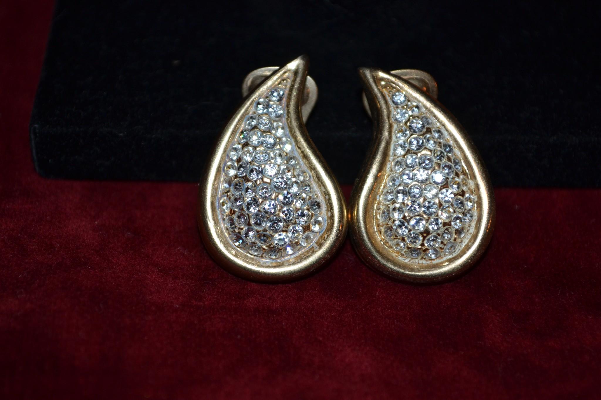 Σκουλαρίκια Bijoux Cascio σέ σχήμα δάκρυ vintage - Το μπαούλο της ... f2d9cef09ca
