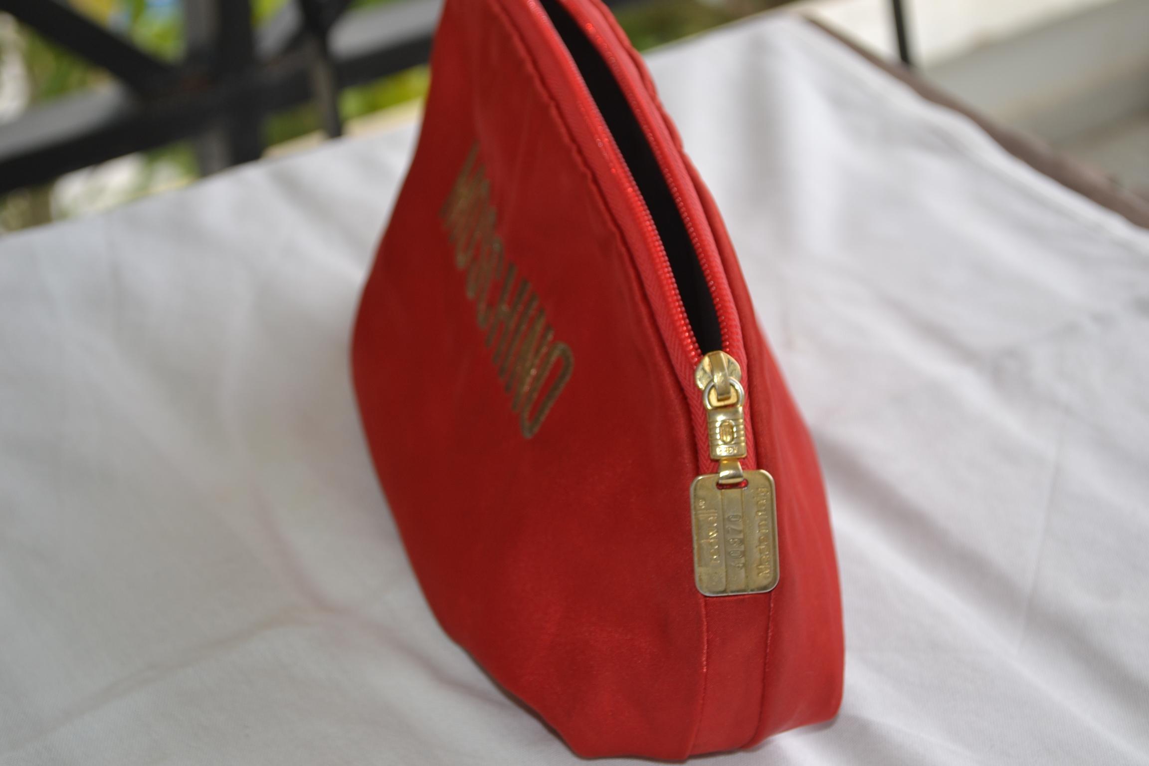 8e0b15c7fb Τσάντα MOSCHINO REDWALL αυθεντική σέ κόκκινο χρώμα σέ προσφορά ...